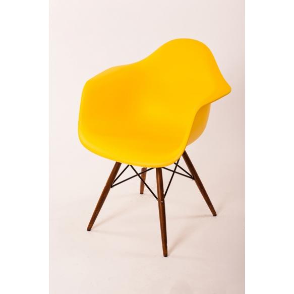 tool Beata, kollane, pähklipruunid jalad