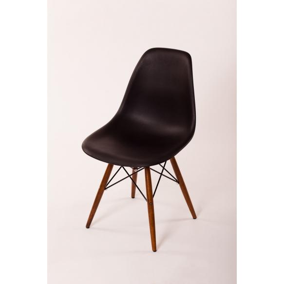 tool Alexis, must, pähklipruunid jalad
