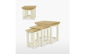 Kolm üksteise sisse mahtuvat lauda